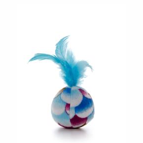 Plyšová loptička s modrým pierkom, hračka